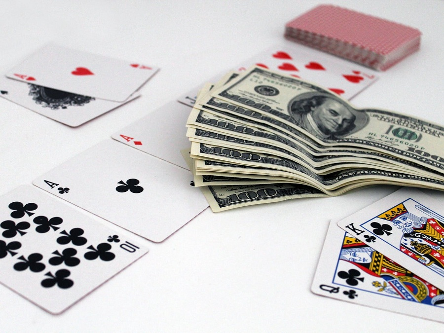 Why online poker is getting popular with every passing day?